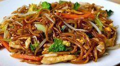 Hühnerwok mit Grünzeug und Pasta - Hühnerwok mit Gemüse und chinesischen Nudeln Weight Watchers, ein...