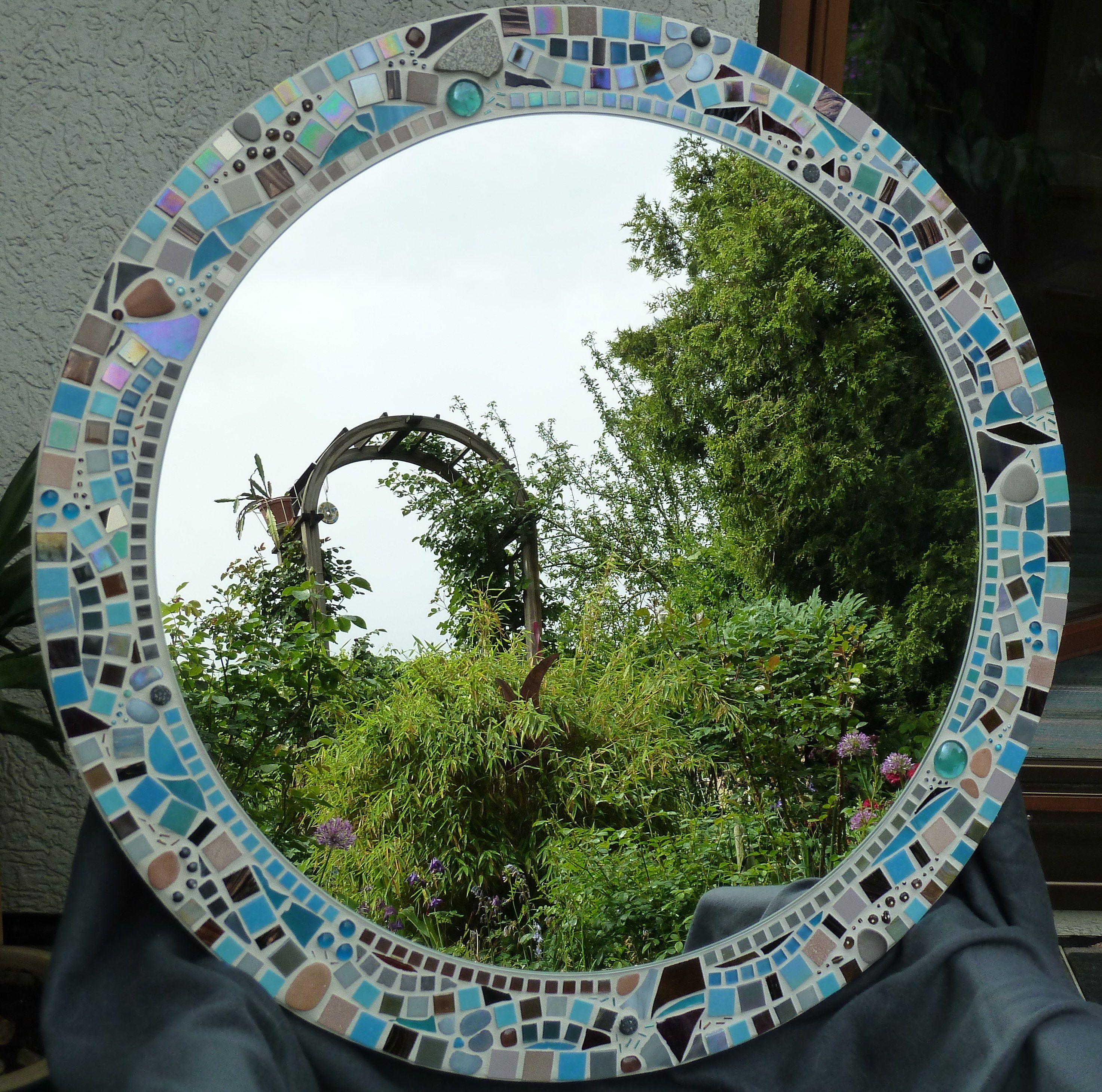 Runder Spiegel Turkis Und Braun Aus Vielen Materialien Und