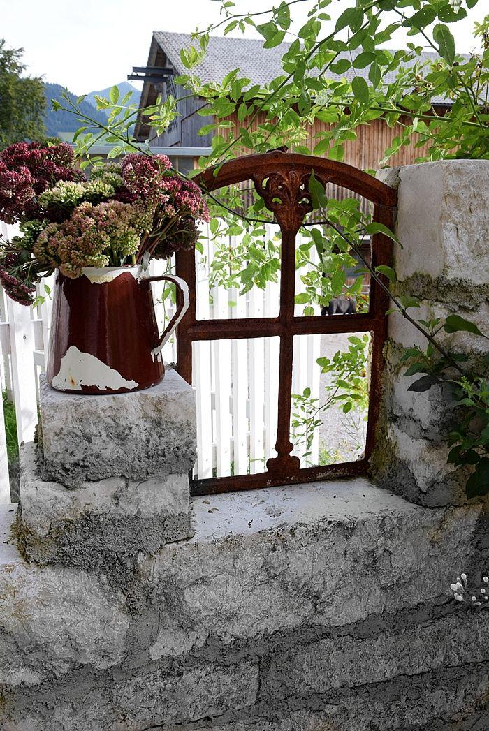 Ruinen-Gartenmauer aus Natursteinen