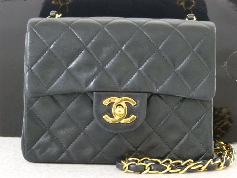 r5124 Auth CHANEL Black Quilted Lambskin Leather CC Lock Mini Chain  Shoulder Bag 55efba296775c