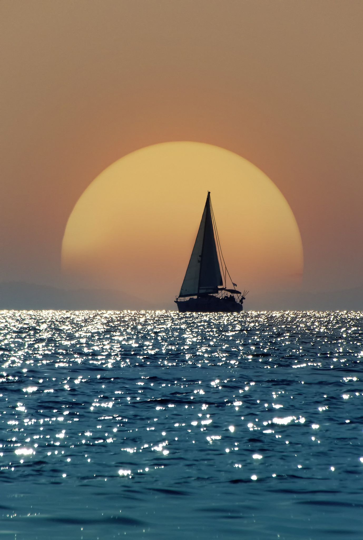 Sometimes I Wish I Could Just Sail Away Into The Sunset Https Www Sailo Co Sunset Photography Nature Photography Nature Moon boat sunset sail evening lake