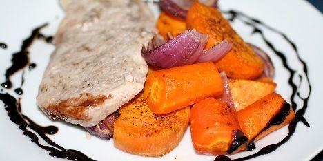 En glace af rødvin og balsamicoeddike er den perfekte ledsager til et godt stykke kød eller dejlige grøntsager.