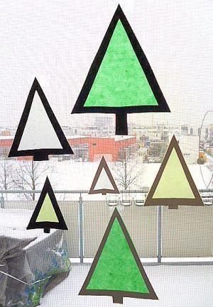 Tannenbäume aus Transparentpapier fürs Fenster –  Weihnachten-basteln – Meine Enkel und ich