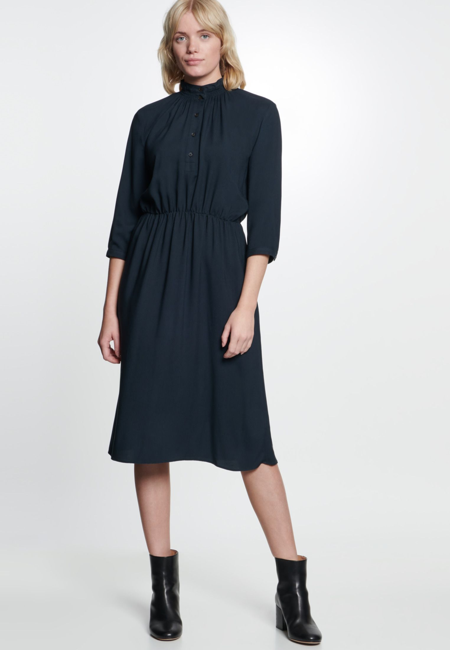 Twill Maxi Kleid aus 14% Viskose  Kleider, Das kleine schwarze