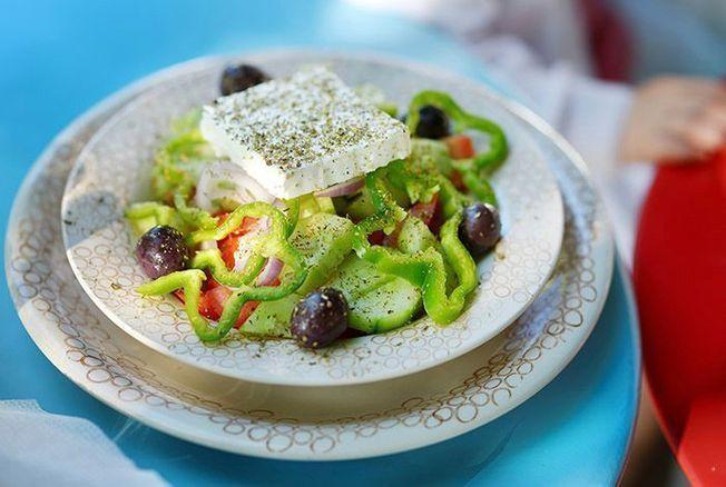 Chaque soir, dans 'Tous en cuisine' (M6), Cyril Lignac concocte en direct de savoureux mets dont lui seul a le secret. Zoom sur sa recette de la dernière salade d'été. A vos tabliers !...