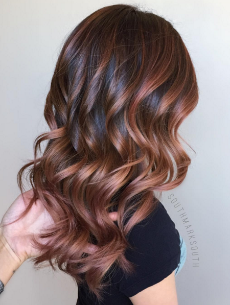 Photo of cabello color oro rosa chocolate