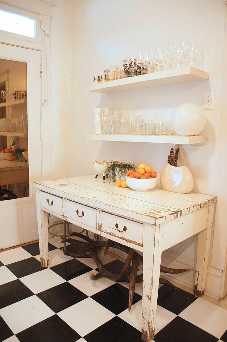 mobile bianco dall\'aspetto anticato e mensole con bicchieri, idea di ...