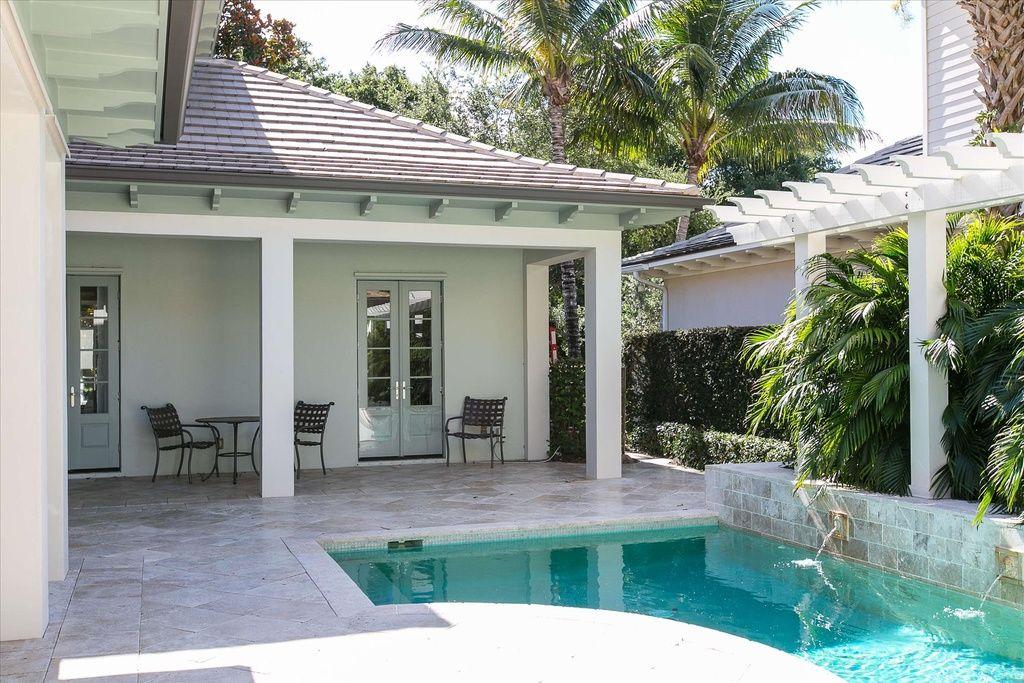415 Palm Island Ln,  Vero Beach, FL 32963