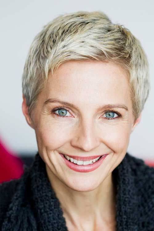 15 Short Pixie-Frisuren für ältere Frauen | Haare | Short ...