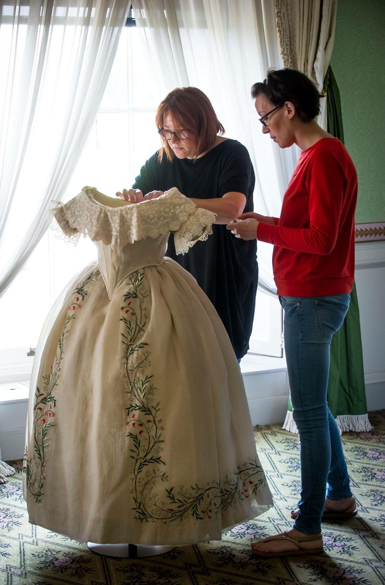 Dress Belonging To The Young Queen Victoria Queen Victoria Dress Royal Clothing Young Queen Victoria [ 2048 x 1349 Pixel ]