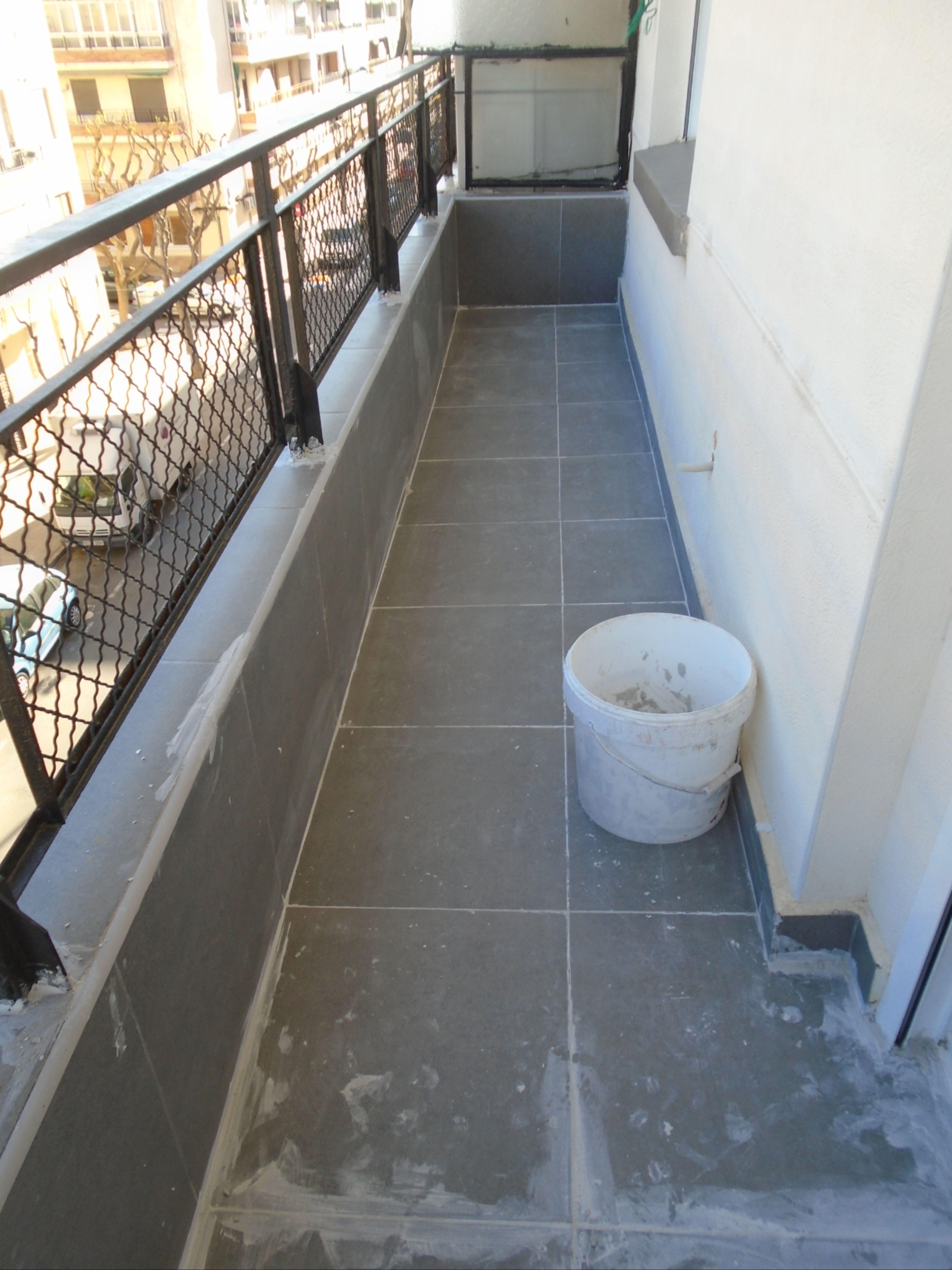 Impermeabilizacion De Terrazas Y Balcones En Valencia Www Solvertvalencia Com Expertos En Filtracion En 2020 Tela Asfaltica Hidrofugante Fibra De Vidrio