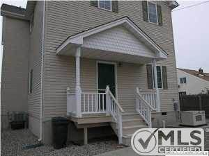 Home For Sale In North Middletown Nj 725 000 Usd Mother Daughter W Outrageous Waterviews Separate Rental Home For Inc Sale House Land For Sale House Rental