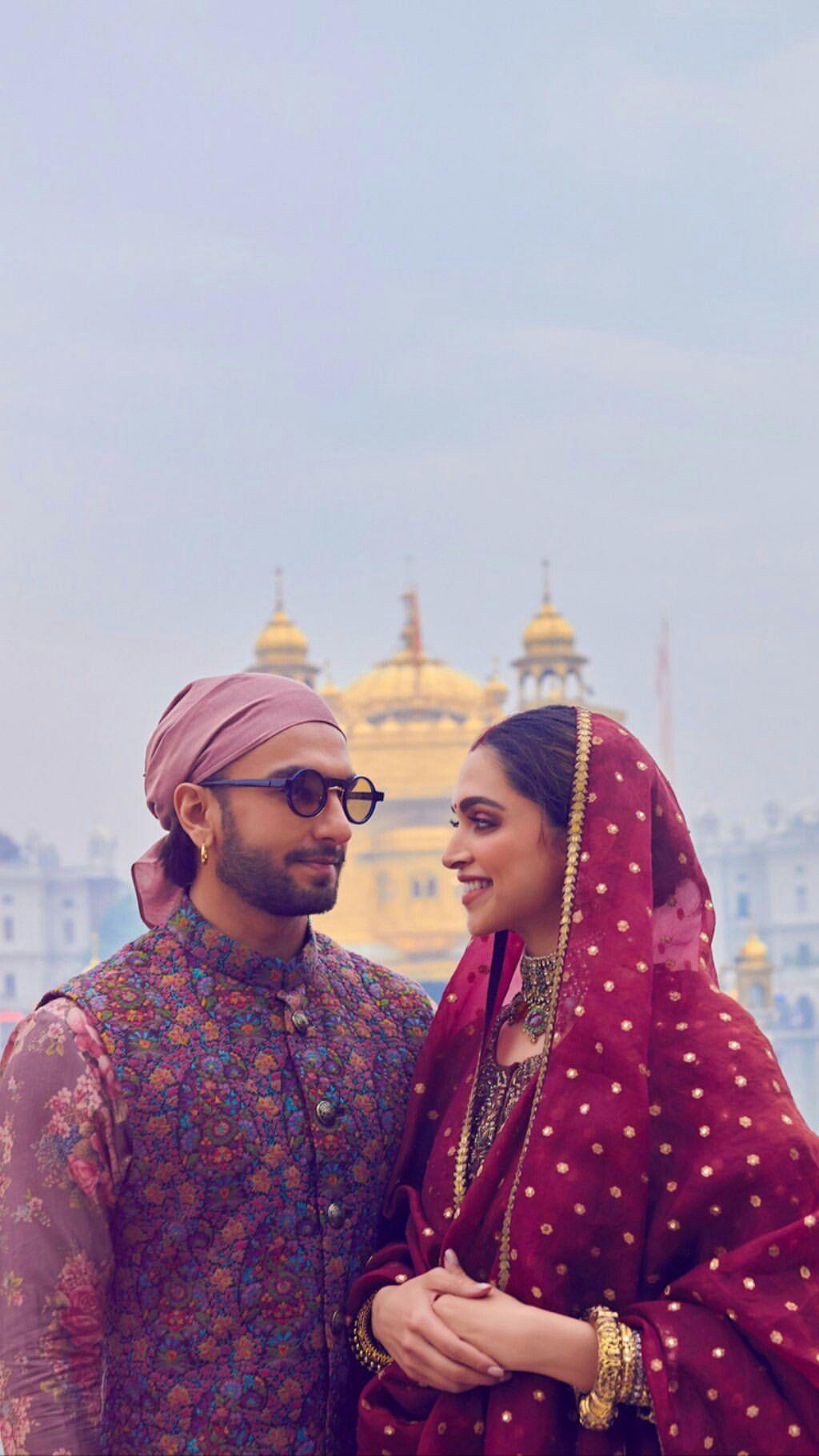 Deepika Padukone And Ranveer Singh At The Golden Temple In Amritsar Today Deepveer Pemandangan