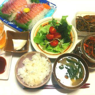 【7/9・夕飯】刺身、サラダ、きんぴらごぼう、松前漬、寄せ豆腐、みそ汁、