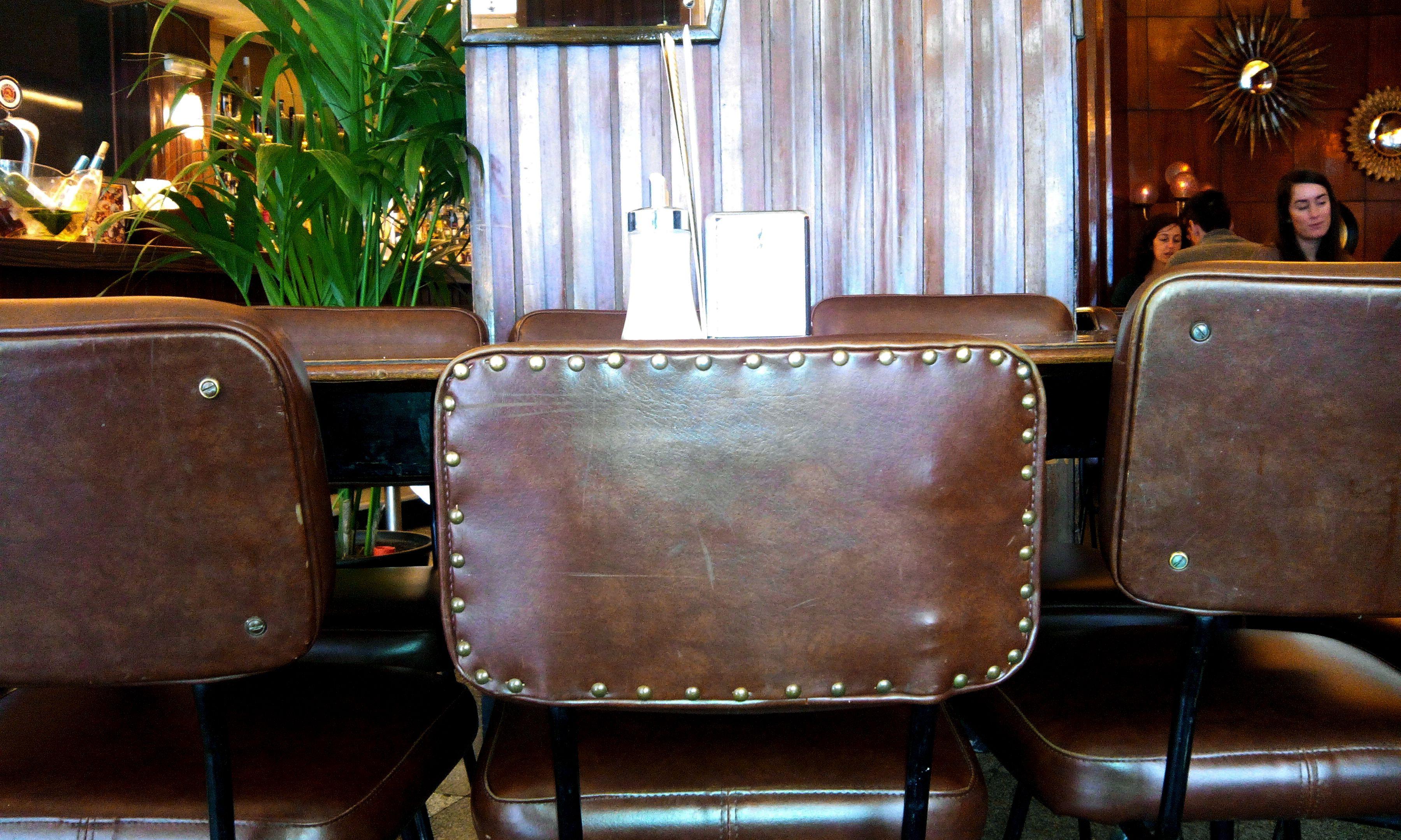 We love sky (y con tachas, más). Detalle decoración retro. http://www.grupolamusa.com/cafeteria-hd