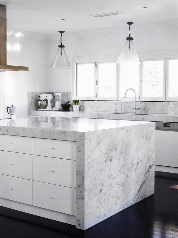 Marmo Di Carrara Chic E Contemporaneo Interni Della Cucina Cucine Moderne Progetti Di Cucine
