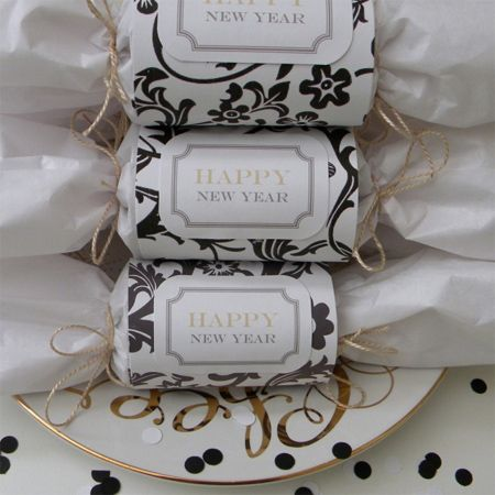 gold white silver new years even party decor ideas crackers