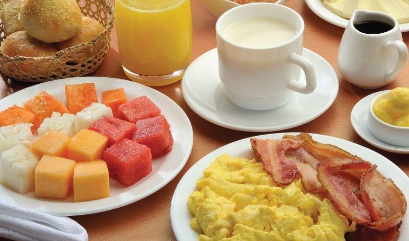 Desayuno americano   Comida de cafetería, Recetas de comida