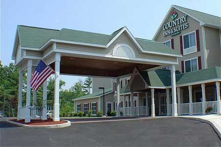 Country Inn Suites Next To Six Flags Great Escape Splashwater Kingdom Queensbury Ny Country Inn Country Inn And Suites Lake George Ny