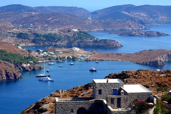 Finding The Right Greek island – MAYSHAD WOMAN