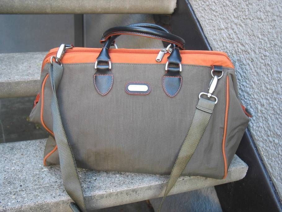 Baggallini Khaki Orange Duffle Bag Travel Carry On