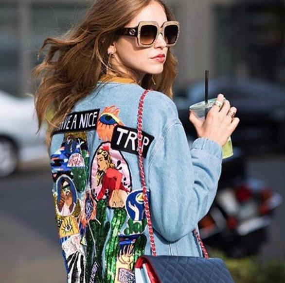Chiara Ferragni mais uma vez investindo no Maxi Óculos da  Gucci Amamos os  ricos detalhes do lançamento da grife  oticaswanny  wannynews ff44a0a7c0