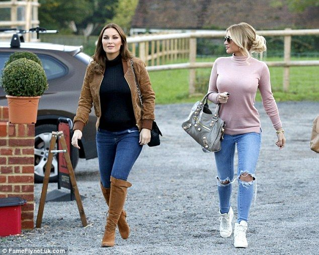 7cc265c9a4d9 Sister time  The former TOWIE star was seen leaving her home and heading  out for lunch wit.