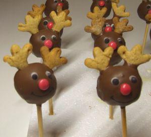 ♫ ♪ Rudolph the rednosed Cakepop - war sehr fein im Geschmack ♪ ♫  http://vickyslittlecakefactory.wordpress.com/2012/12/09/%e2%99%ab-%e2%99%aa-rudolph-the-rednosed-cakepop-war-sehr-fein-im-geschmack-%e2%99%aa-%e2%99%ab/