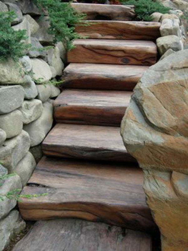 natursteinmauern im garten trittstufen holz Raumnutzung Treppe - gartengestaltung mit holz