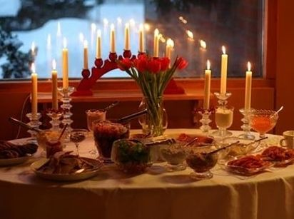 It S Traditional To Burn Advent Candles As You Eat Dinner Christmas Buffet Wedding Buffet Decoration Christmas Dinner