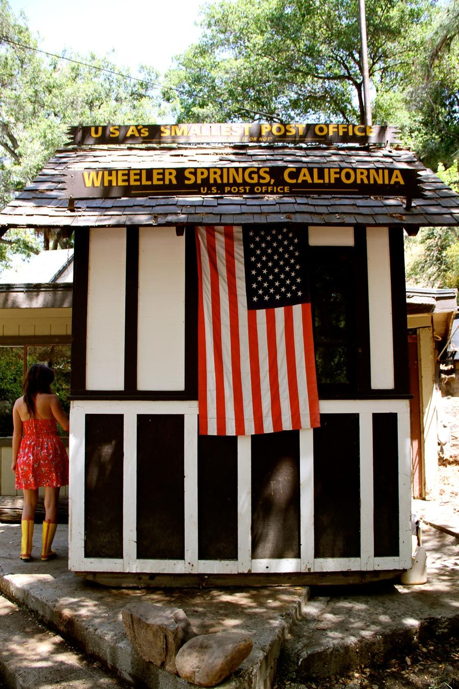 World S Smallest Post Office Wheeler Springs California Post Office Tiny House Swoon Small Buildings