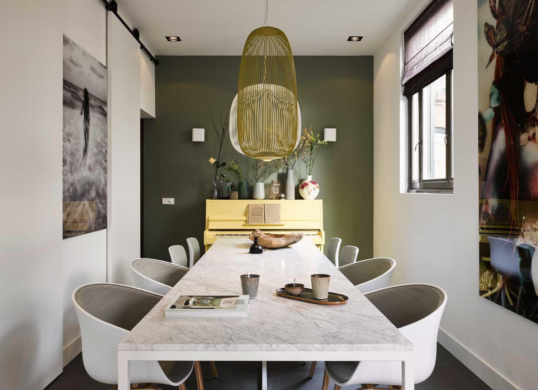 Interiordesign #diningtable #marble #marmer #art #tafel #piano