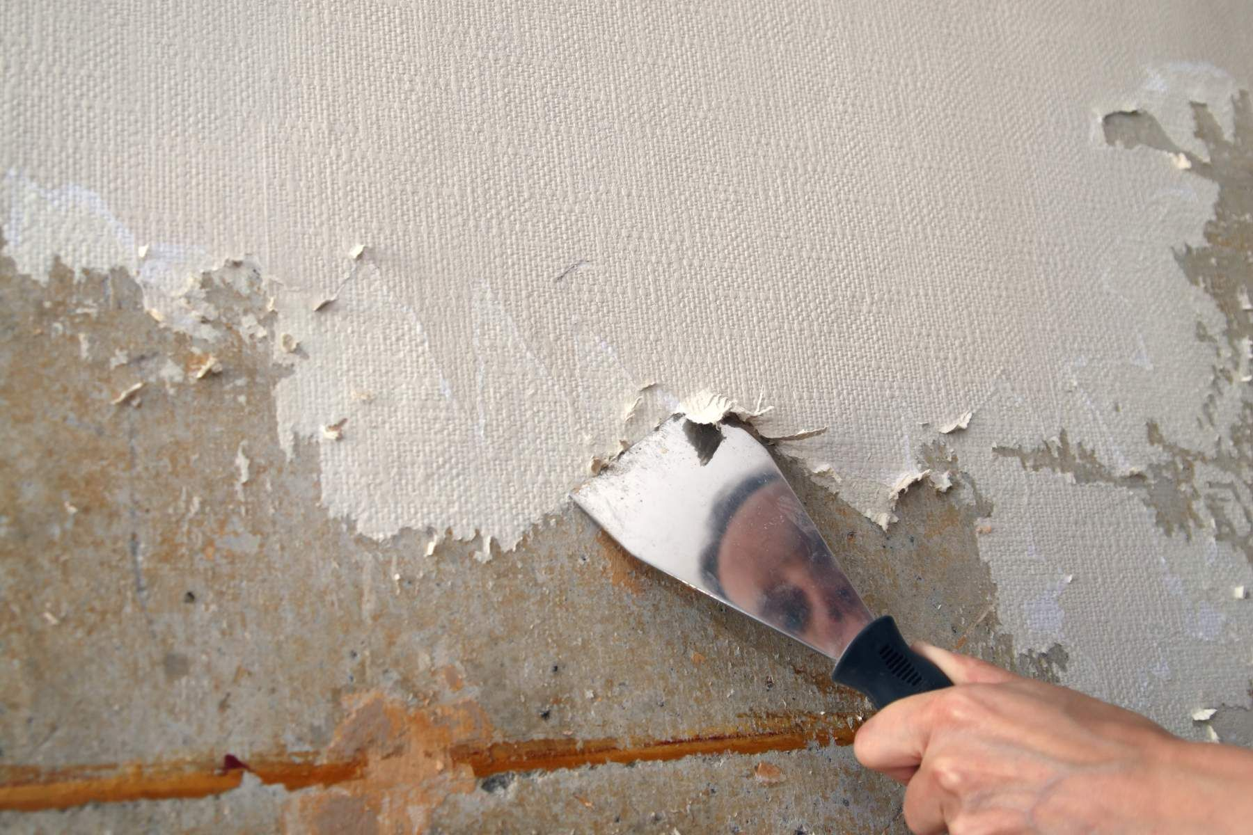 How To Remove Wallpaper House Method Removing Old Wallpaper Painting Over Wallpaper Wallpaper Repair