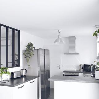 Kitchen Vibes Kitchen Design Comera Cuisines Black And White Kitchen Vegan Kitchen Verriere Cuisine Modern Kitch In 2020 Interior Design Modern Kitchen Interior