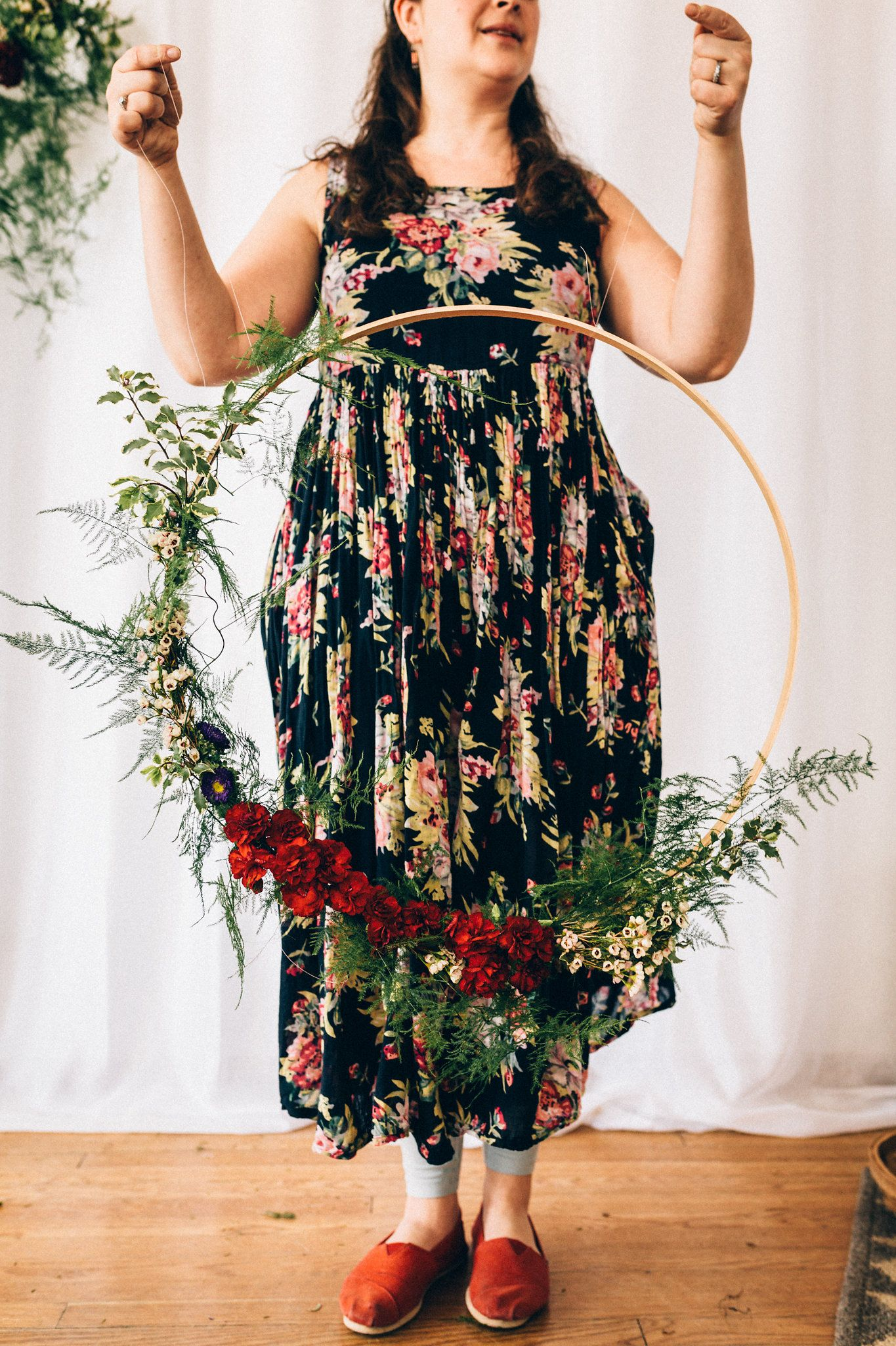 Hanging floral hoops - Blomma Designs spent an afternoon in the studio with Alaska Knit Nat learning how to make these whimsical hanging floral hoops.