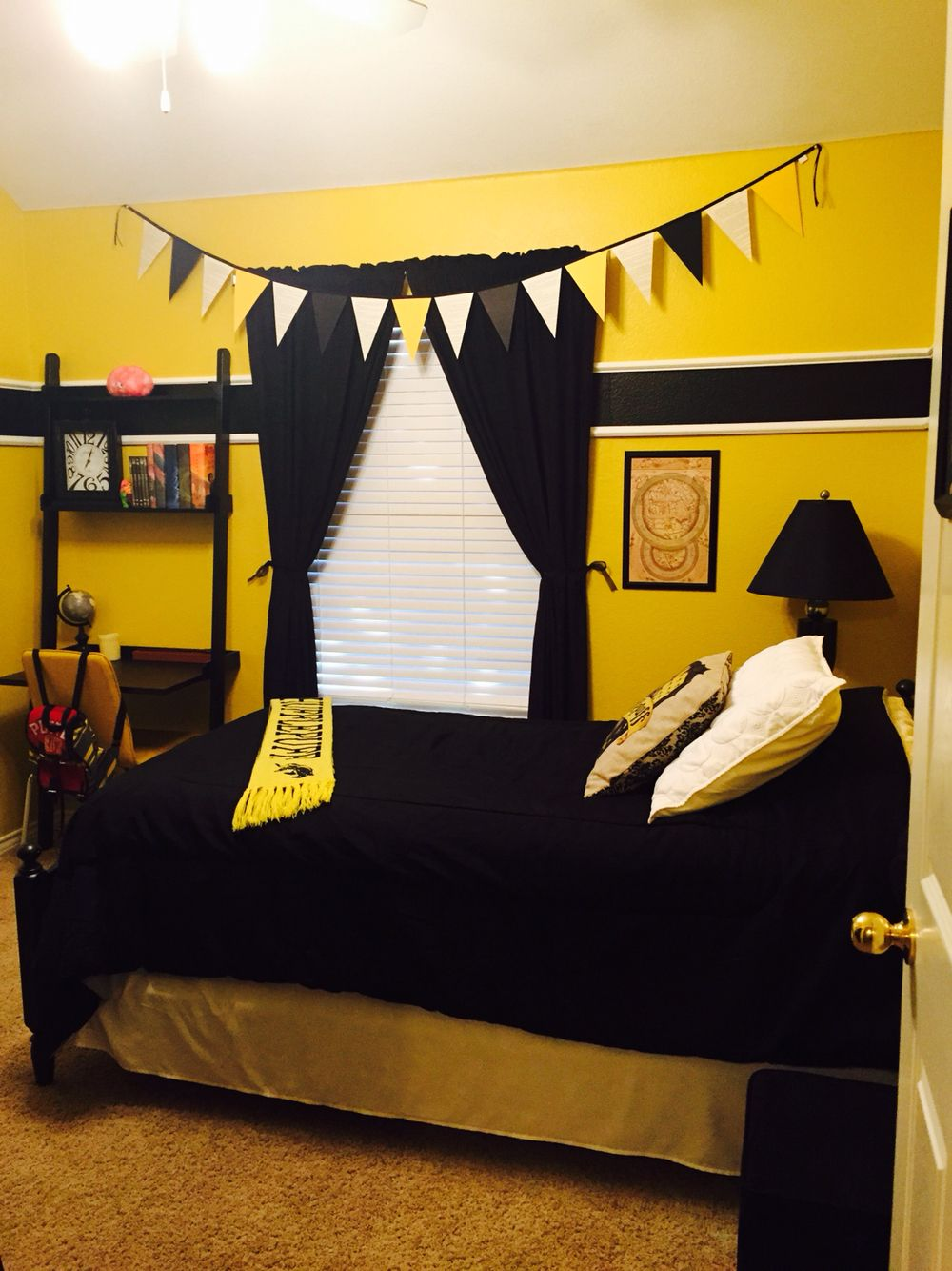 Harry potter hufflepuff bedroom home pinterest harry for Room decor harry potter