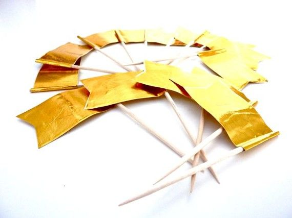 Golden flavor flag picks 10 pcs Cupcake toppers by marticesupplies, €1.50