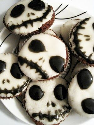 Skull cookies @Diane Erichuk the looking glass
