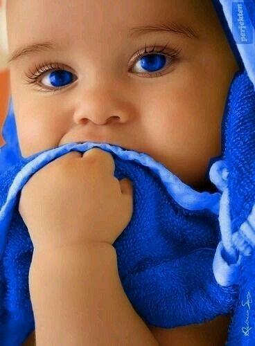 Bebé ojos azules