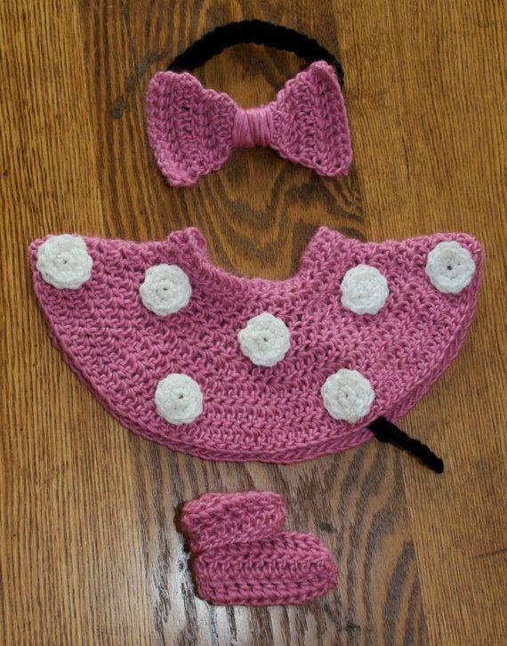 f8c31a8b2a7 Minnie Mouse inspired crochet baby set. Encuentra este Pin y muchos más en  Ropa bebe 0-2 años ...