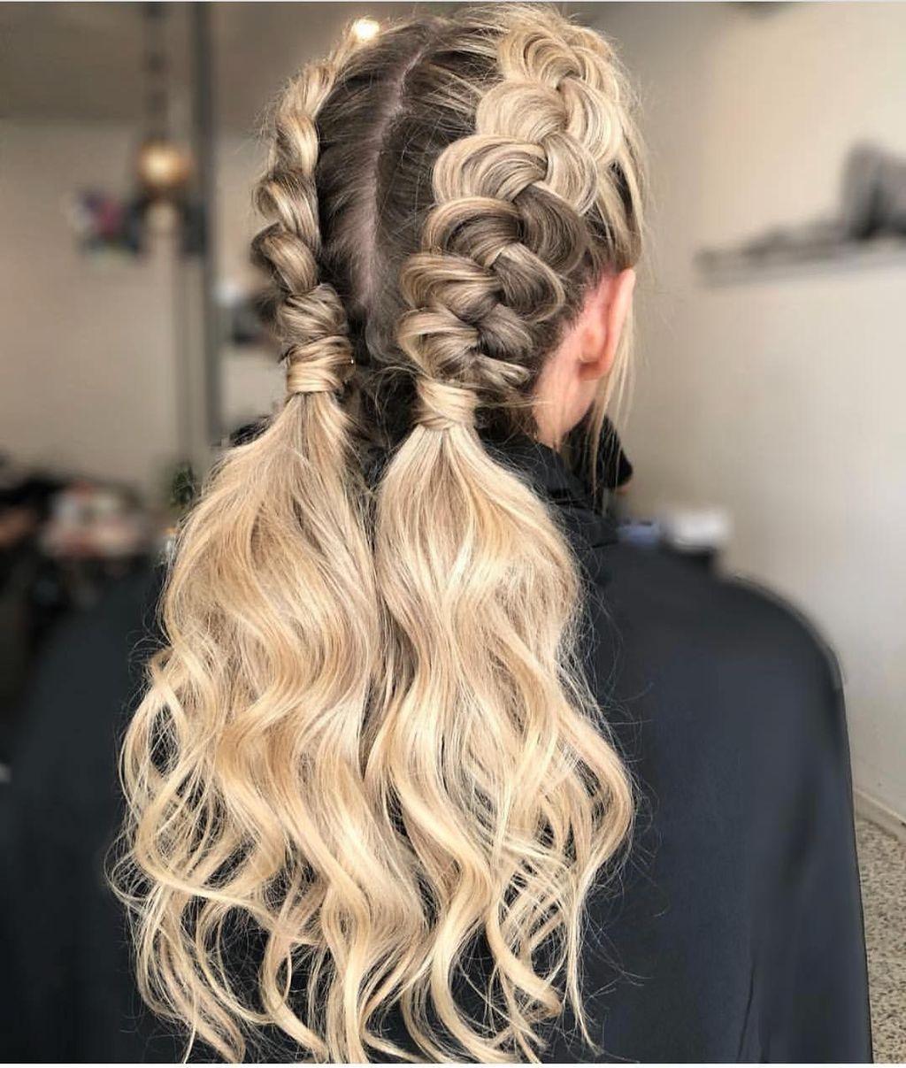 40 Charming Hairstyles Ideas For Long Hair Addicfashion Long Hair Highlights Hair Styles Prom Hairstyles For Long Hair