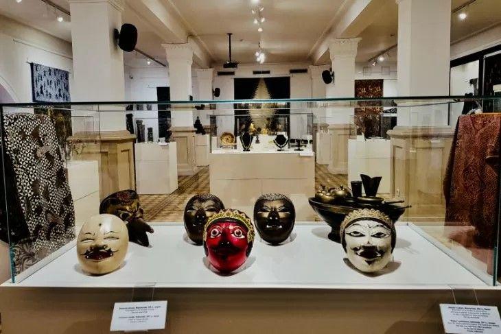 Perhiasan Bersejarah Nusantara Dipamerkan Di Museum Sejarah