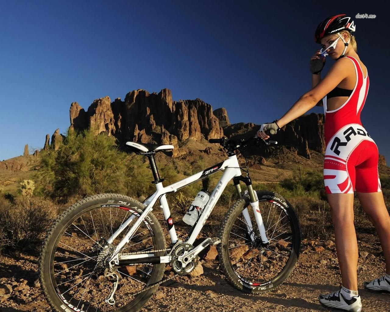 Mountain Road Bike Wallpapers: Wallpapers Mtb Woman With Mountain Bike Sport 1280x1024