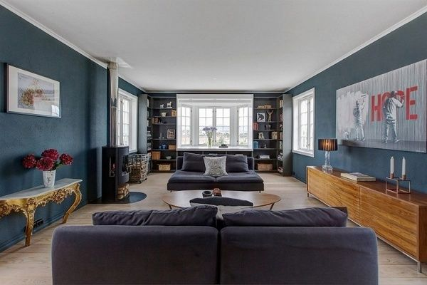 Naapurit häpeävät tätä taloa. He eivät kuitenkaan tiedä millaista sen sisällä on. Livingroom