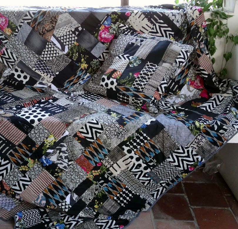 dessus de lit plaid tenture en patchwork de coton noir et multicolore avec 2 coussins assortis. Black Bedroom Furniture Sets. Home Design Ideas