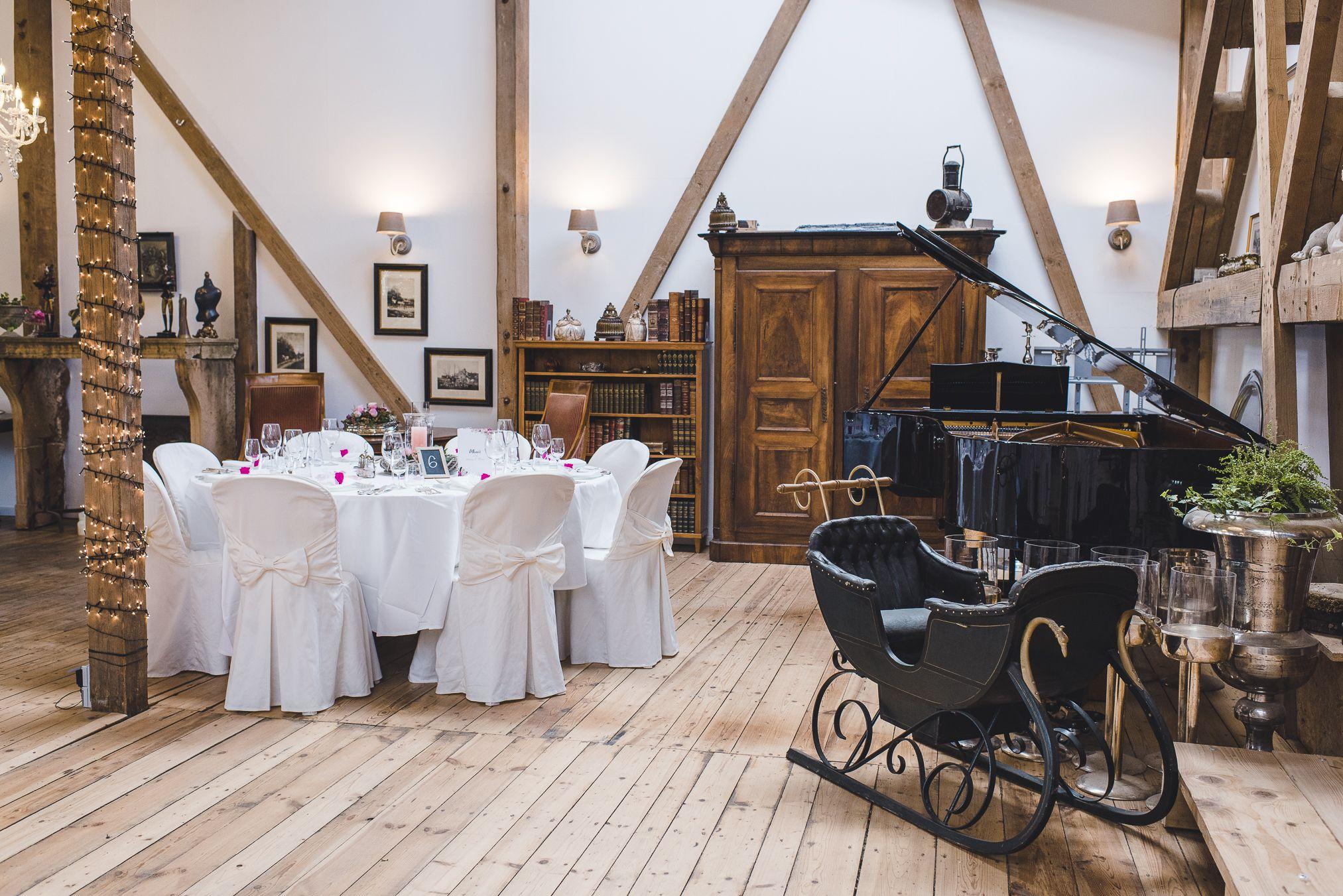 Trend Rustikale Scheune In 2020 Hochzeitsfotograf Hochzeitstisch Hochzeit