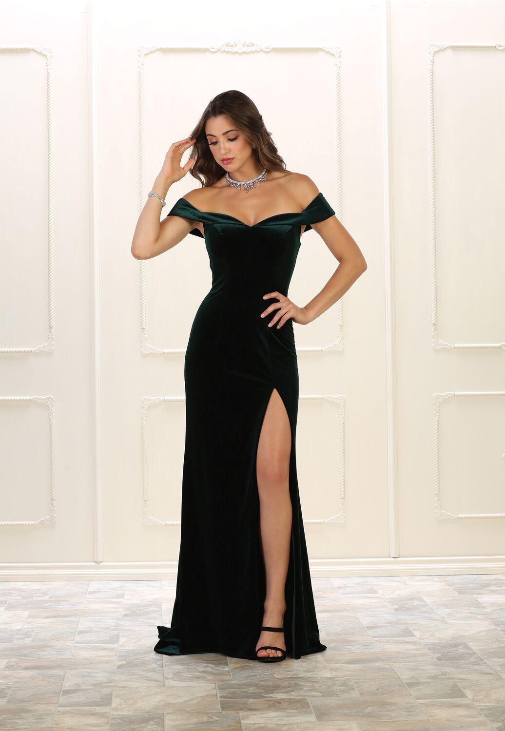 73e22218bc90 This stunning floor length dress features off shoulder with high front slit  and velvet material. Perfect for for prom, homecoming, evening party or any  ...