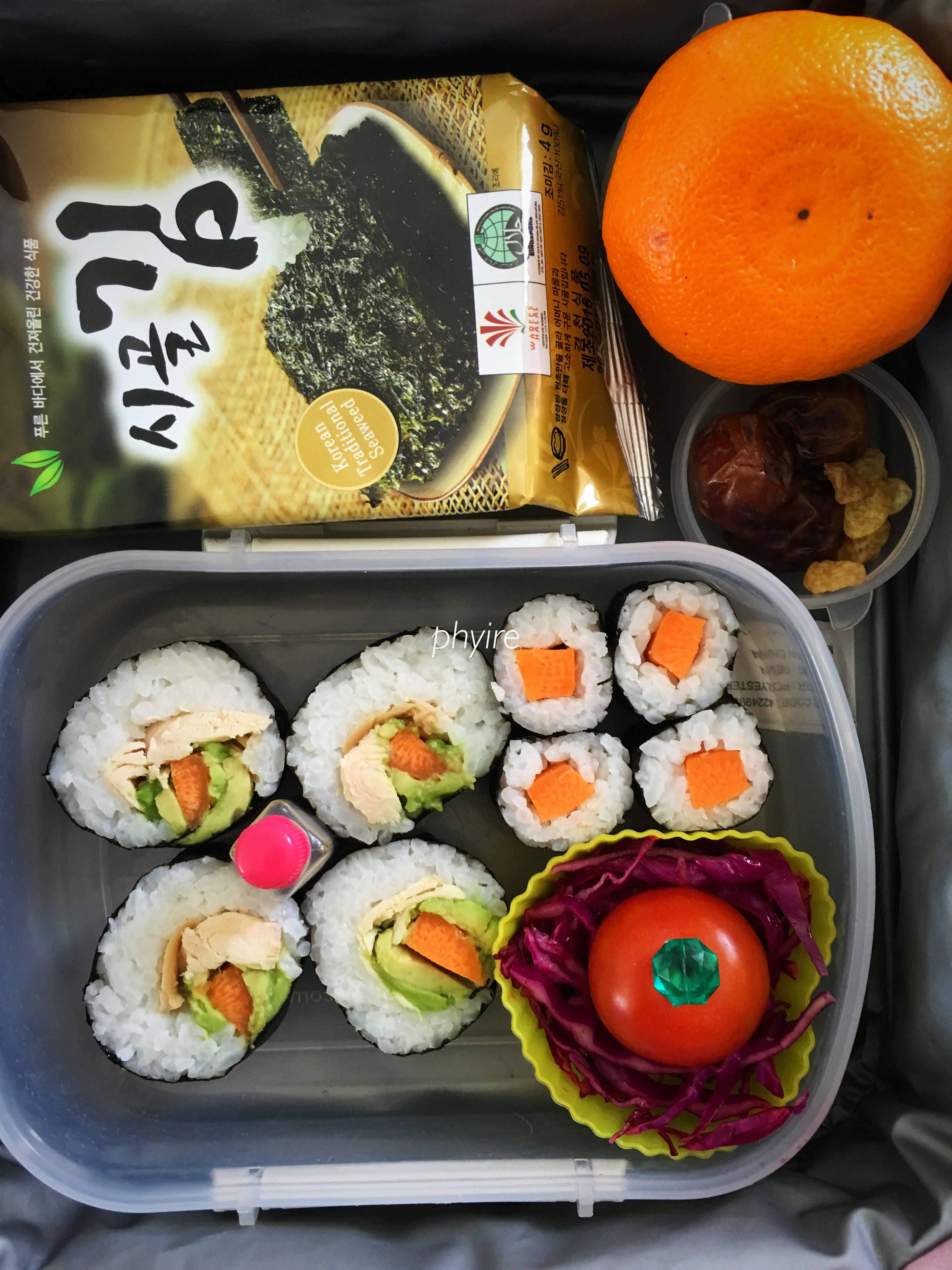 #lunchbox Avocado, carrot, chicken futomaki, carrot hosomaki, red cabbage & tomato salad, nori, mandarin, dates, raisins