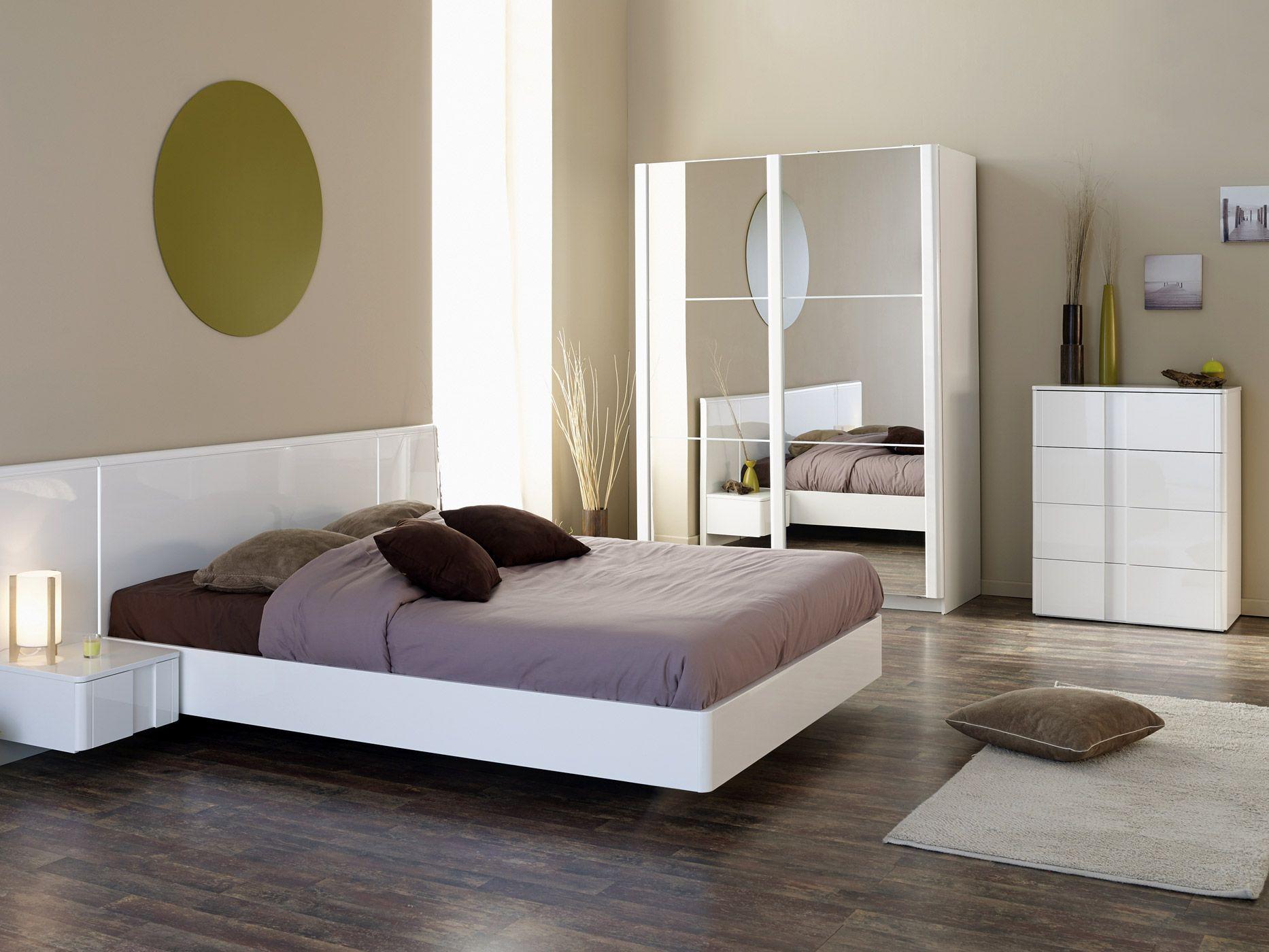 Wit en modern gaan hand in hand uige slaapkamer Wesley bestaande uit tweepersoonsbed nachtkastje