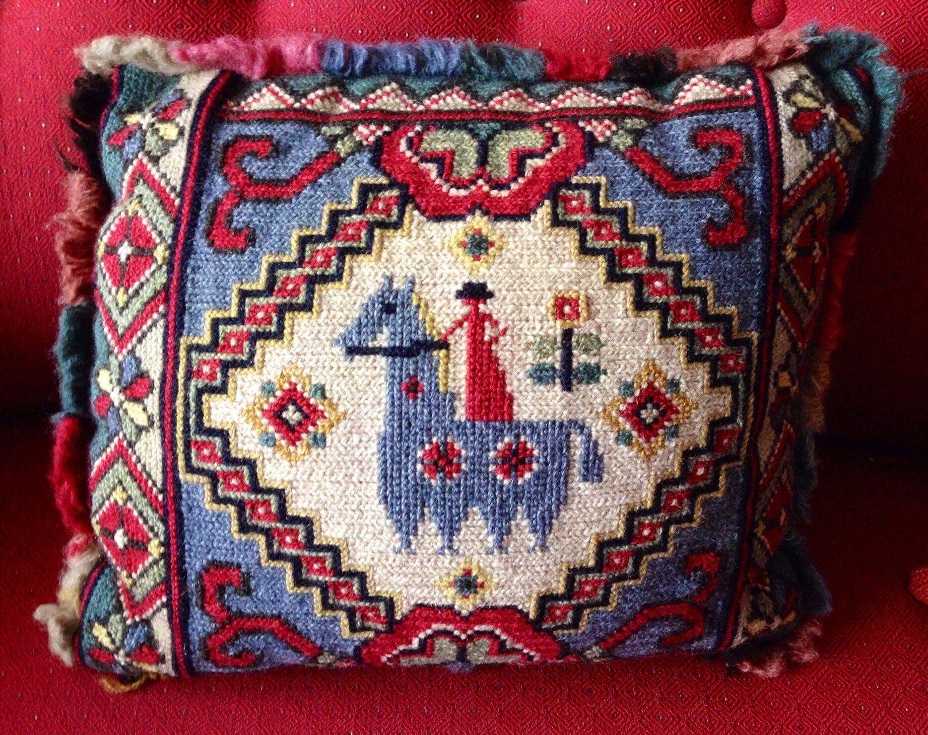 Cushion in tvistsöm ud longlegged cross stich puntadas pinterest